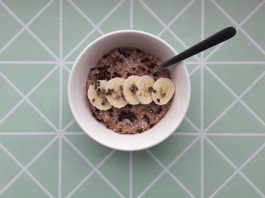 Havermout ontbijt met kokos en banaan