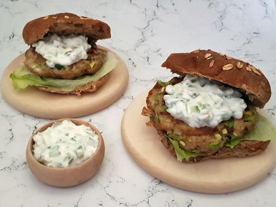 Griekse kipburger met courgette