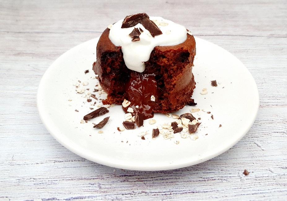 Gezonde lavacake met chocola en havermout