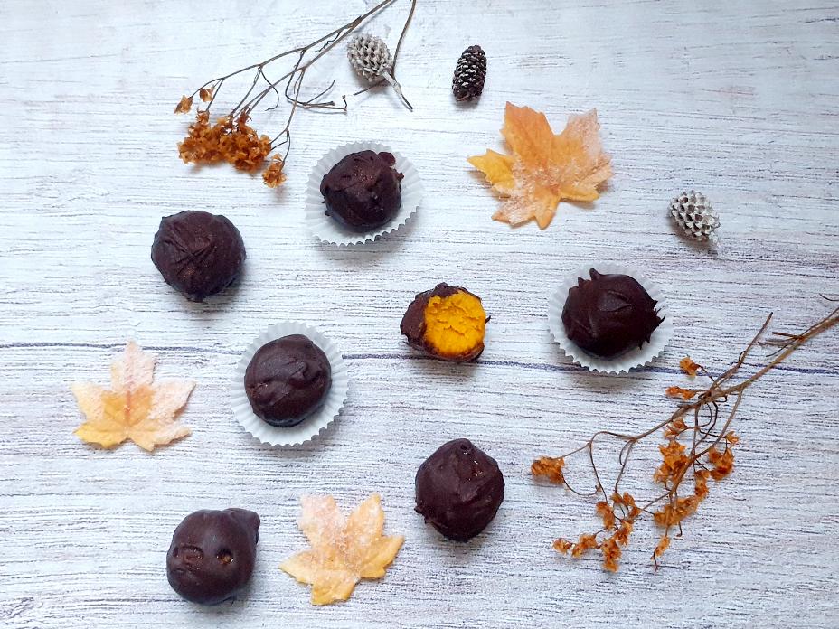 Pompoen truffels met pure chocola en kokos