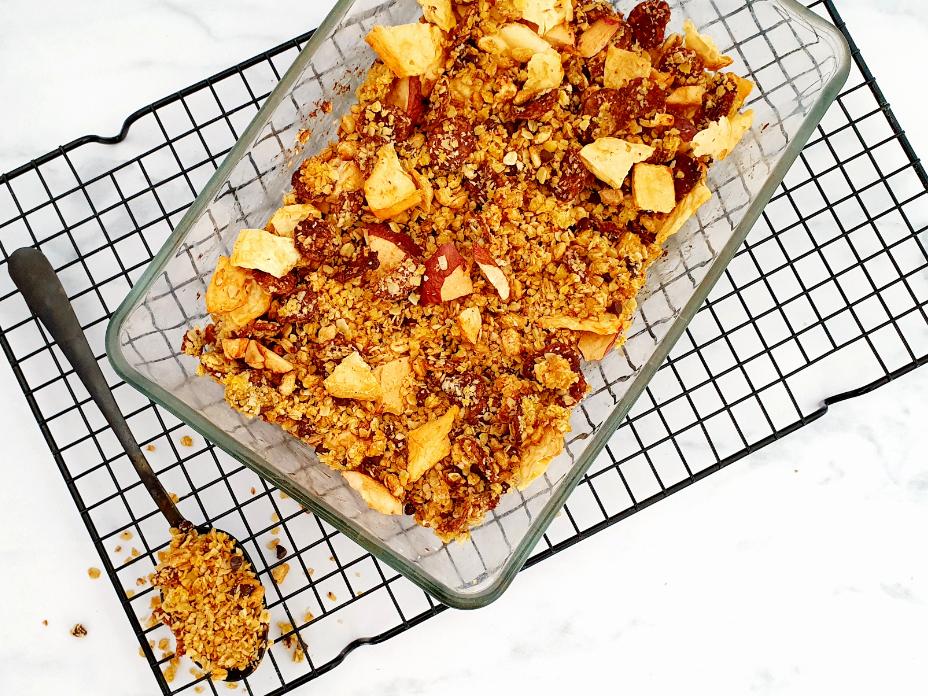 Tropische granola met gedroogd fruit en pure chocola